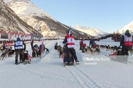 La Grande Odyssée : Mushers, handlers and sled dogs together. Mass start. Bessans 2018 ©Nathalie Baldji